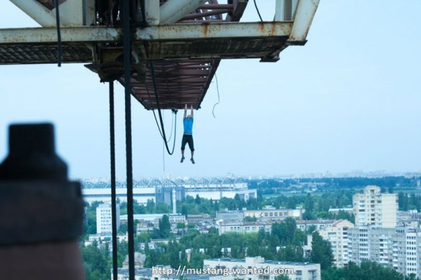 extreme-rooftopping-skywalking-photos-mustang-wanted-russia-7